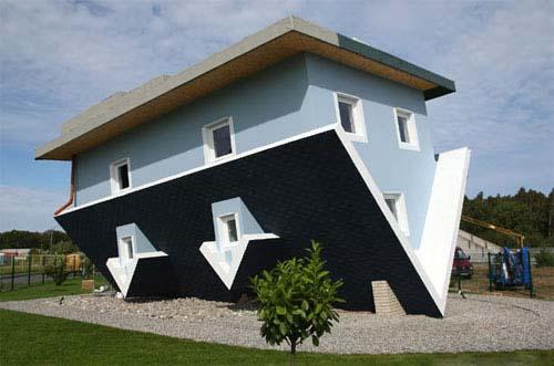 هذا البيت موجود في ألمانيا 7 7 7 7 7