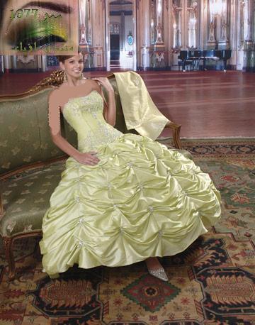 يوم زفافها فأصبحت بعد ذلك عادة الفستان الابيض ولكن للآن