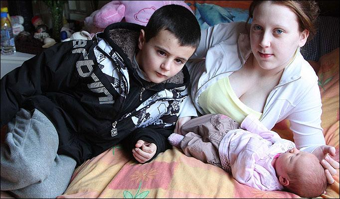 أن صبياً عمره 13عاماً أصبح أصغر أب في بريطانيا بعد