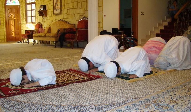 صلي وسلم وبارك على نبيك وحبيبك محمد وعلى اله وصحبه