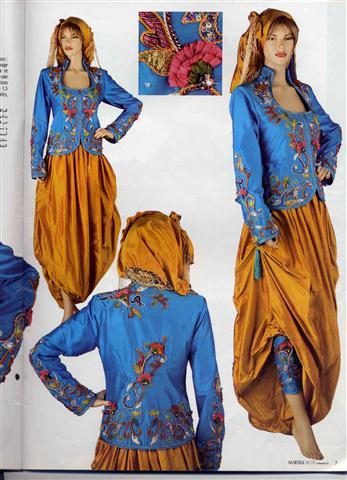 كما ان هناك من العرائس الجزائريات من تلبس الزي الخليجي