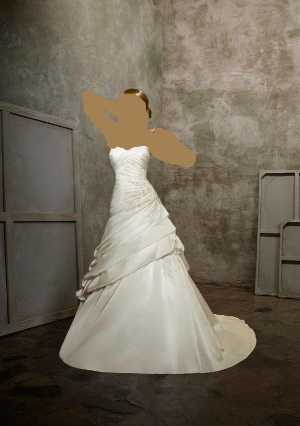 زفاف للمصمم طوني وردفساتين زفاف راقية بسعر خيالي وتوصيل مجاني