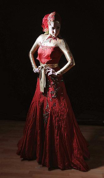 صلةفساتين سهرة رآقية للمصمم نيكولا جبران 2013الفيونكة في موديلات فساتين