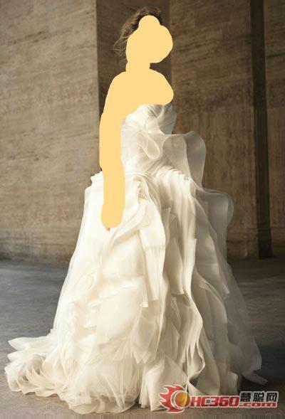 نعومه في يوم زواجها:11_1_111[1]: وهنا بعض الصور لفساتين جدا جميله