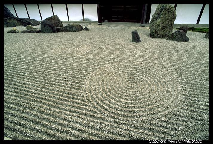 الأحجار باليابان حـديـقـة الأحـجـار في اليـابـان ...!!