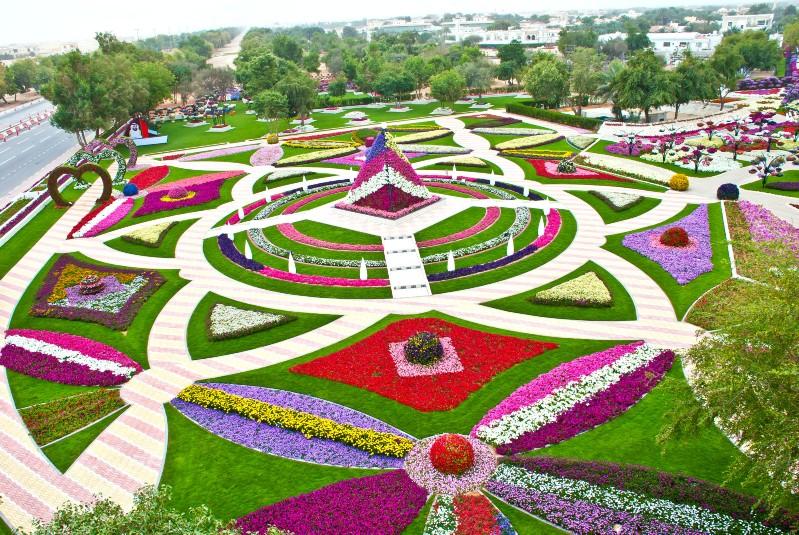 أول حديقة تدخل موسوعة جينيس بأكبر عدد سلاسل ورد معلقة
