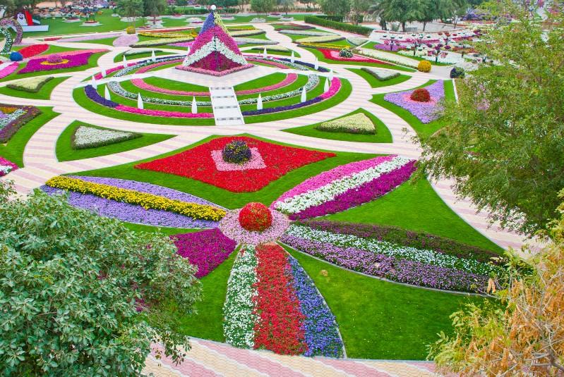 في الحديقة 2800 سلة من أشكال وأنواع مختلفة، وتحمل السلات