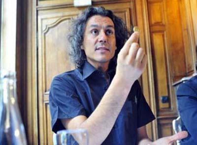 هل تعرفون هذا الرجل الجزائري الذي رد على فرنسا