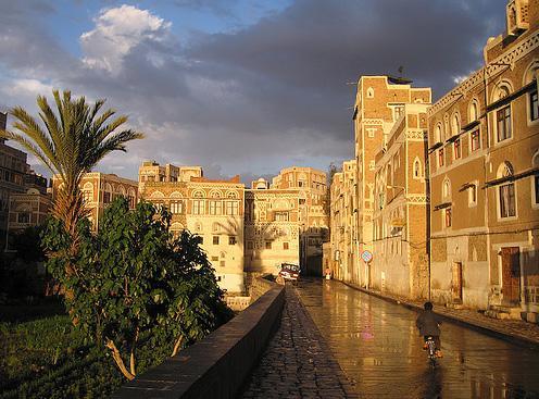 باب السبح بعد المطر في صنعاء القديمه في صنعاء دار