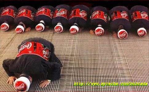 هذا اعلان كوكاكولا الذي يحبه الجميع ولا يكاد يخلو منه