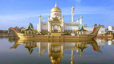 مسجد عمر علي سيف الدين هو مسجد على اسم السلطان