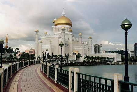 الحديثة .. حيث تعتبر العمارة في هذا المسجد مزيجا للعمارة