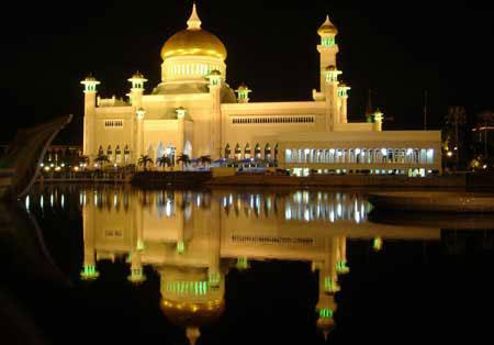 الإسلامية والعمارة الايطالية ، وقد تم تصميمه بواسطة مهندس معماري