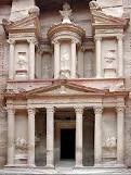 بسم لله الرحمان الرحيم تعتبر البتراء من أكثر المواقع الأثرية