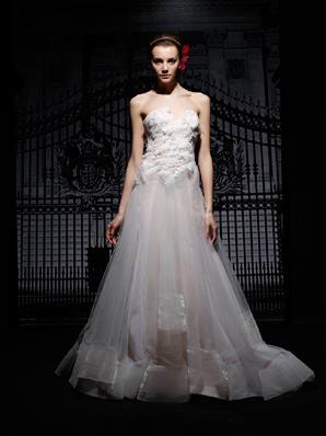 2013فساتين حلوة للعرائس الاحـ♥ـليفساتين جميلة في احلي ليلةشو حلوين فساتين