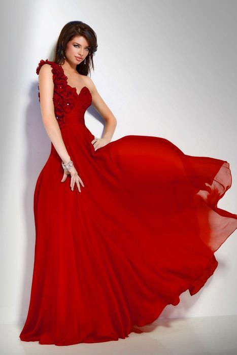 اولا اليكم الفستان . . . .. . .