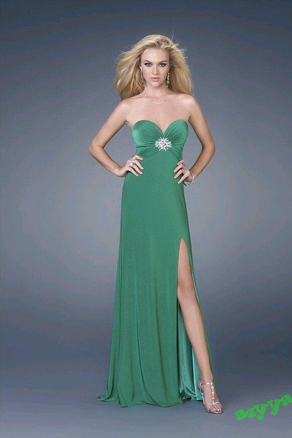 باللون الاحمرفساتين جديدة لإطلالة أكثر شياكة وجمالفساتين النجمات على السجادة