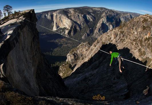 يبلغ 2000 قدم في الهواء :12 (1)::12 (1):وربي انهم مجانين:12