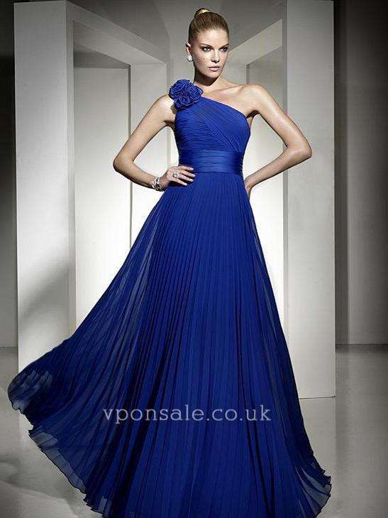 2013فساتين جديدة لإطلالة أكثر شياكة وجمالأجمل فساتين النجمات على السجادة