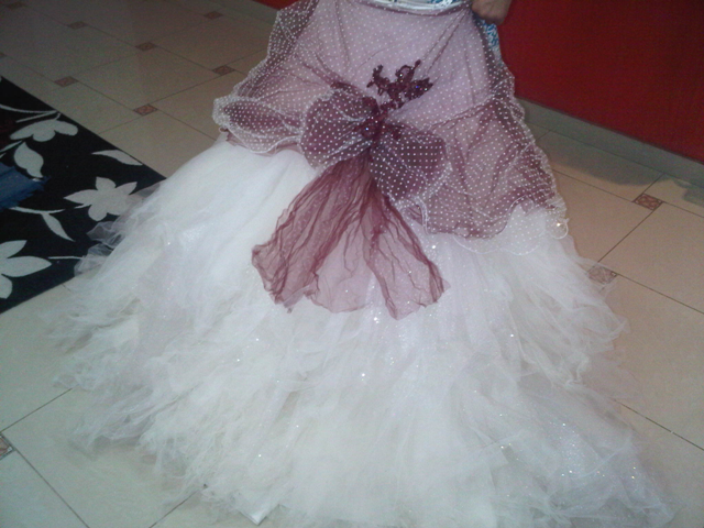 السلام عليكم هذا فستان ملكتي من دمتريوس يخليكي زي ساندريلا