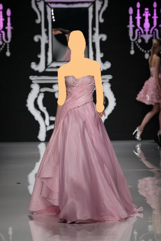 صلةإطلاله انثويه عاليه مع هذه المجموعه من الفساتين الناعمهلمسات ناعمه