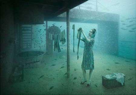 عمل معرض للصور تحت المياه، وقد عقد هذا الحدث الفريد