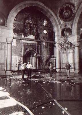 في المسجد الأقصى، فأتت ألسنة اللهب المتصاعدة على أثاث المسجد