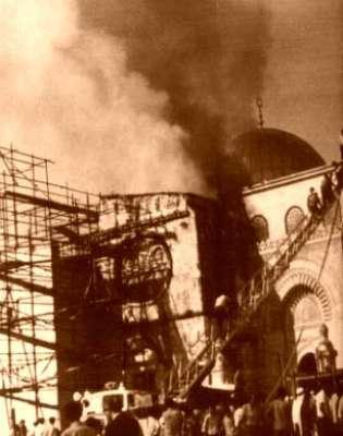 4400م2 وأحدثت النيران ضررا كبيرا في بناء المسجد الأقصى المبارك