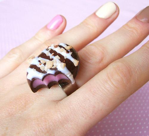 الصغيرعمل كريمة الشوكولاته لتغطية الكيككعكة الشوكولاتة المحلاة للأعيادلعشاق الشوكولاتةوصفة لكيكة