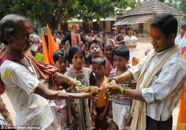 قرية Takhatpur الهندية النايئة إيماناً راسخاً بان أقامة مراسم زواج