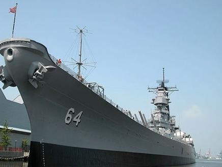 أمرت وزارة الدفاع الأمريكية (البنتاجون) ثلاث سفن حربية في