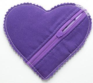 القلب . يتم وضع قماش ثم البطانه وتتم الخياطة ويعدها
