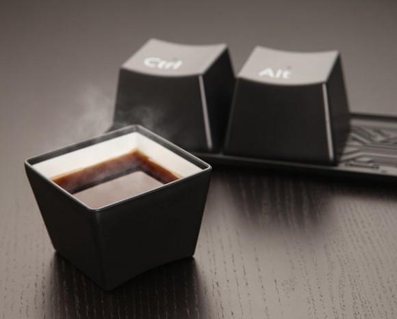 وأكاد لايمر يوم ولابد من كوب شاي ساخن مع بعض