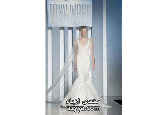في ذلك فستان الزفاف بالطبع. فقد اختتم كلّ مصمّم عرضه